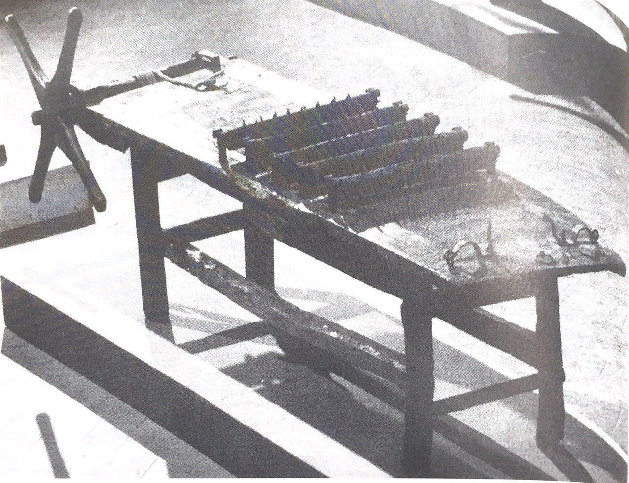 拷問台001