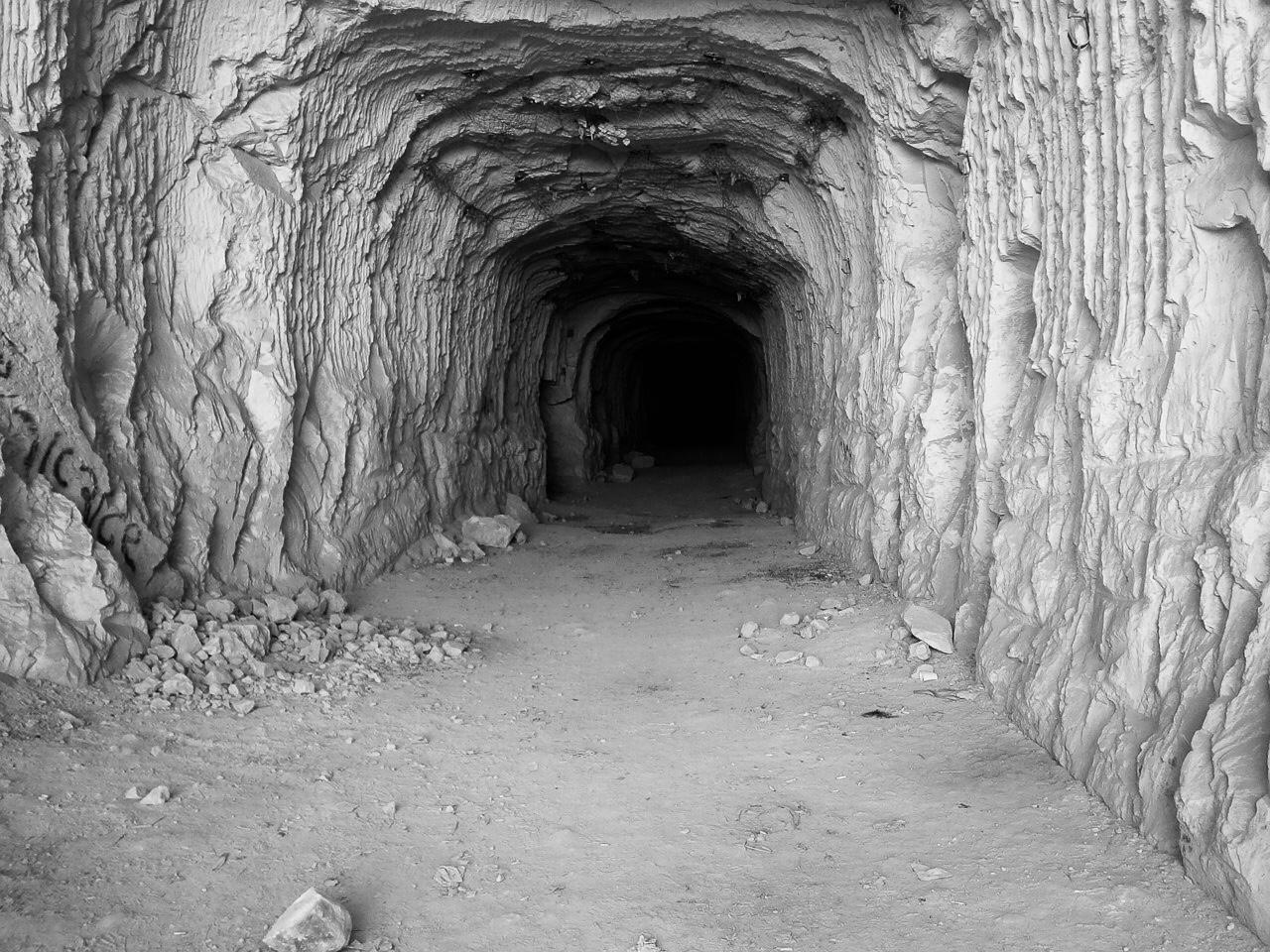 薔薇の洞窟は存在するのか?